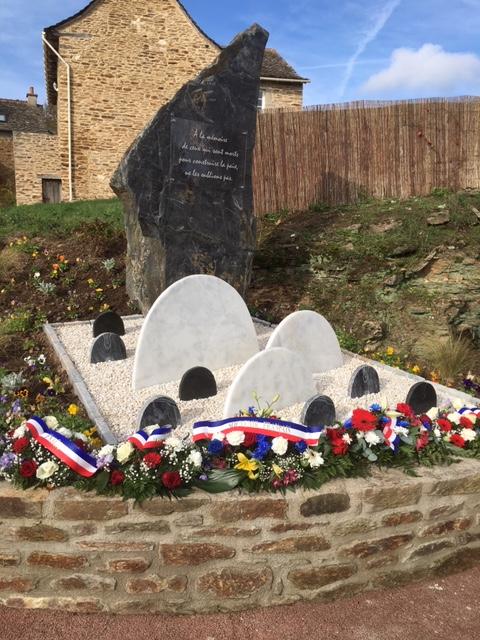 Souvenir d'une belle cérémonie du 11 novembre 2018 à Manhac pour l'inauguration du monument aux morts